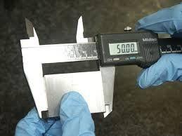 La differenza tra calibrazione e taratura - una misurazione col calibro